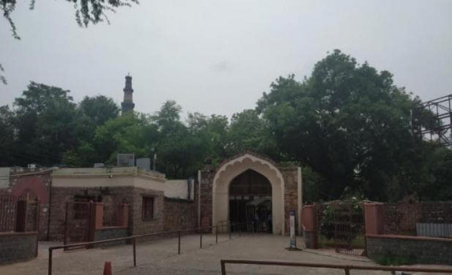 दिल्ली: पर्यटकों के लिए तरस रहे ये ऐतिहासिक स्थल