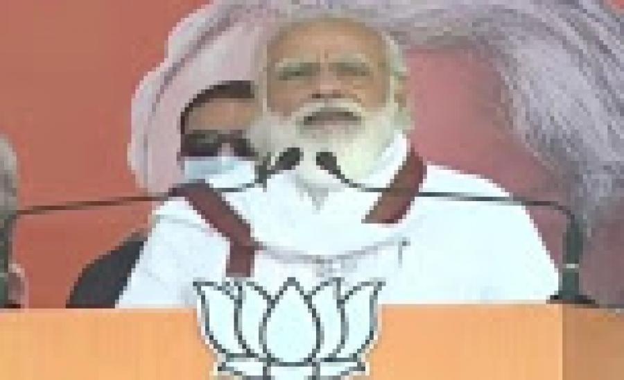 मुजफ्फरपुर रैली में PM मोदी बोले- 'जंगलराज के युवराज' से बचके