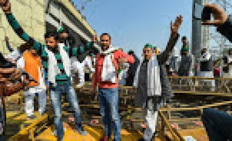 किसान नेता राकेश टिकैत का ऐलान- धरनास्थल पर बनाएंगे झोपड़ियां, 26 जनवरी तक डटे रहेंगे