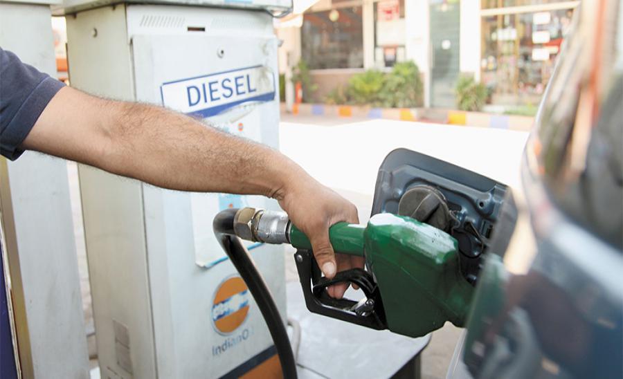 26 रुपये का पेट्रोल कैसे बिकता है 82 रुपये में, समझिए महंगे पेट्रोल के पीछे की कहानी