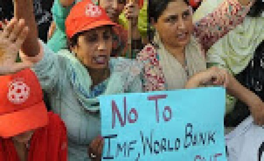 पाकिस्तान: इमरान ख़ान क्या क़र्ज़ लेकर चुका रहे हैं विदेशी क़र्ज़?