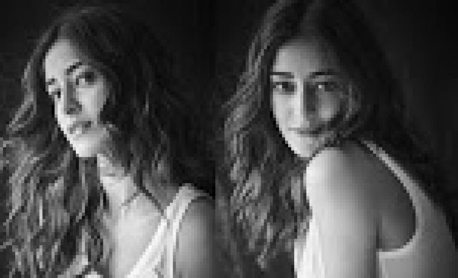 Ananya Pandey ने कराया ऐसा फोटोशूट, जल कर खाक हो सकती हैं Shraddha Kapoor!